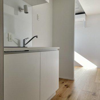 キッチン右側が冷蔵庫置き場です。