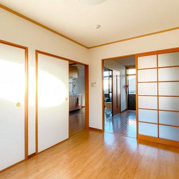引き戸を開けると、それぞれのお部屋がゆるりと繋がります。