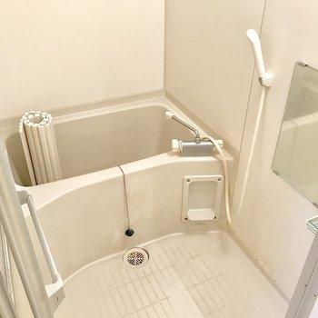 バスルームも至ってシンプル。(※写真は2階の同間取り別部屋、清掃前のものです)