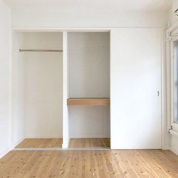 大容量のクローゼット。(※写真は2階の同間取り別部屋、清掃前のものです)