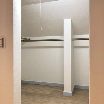 【ロフト】こっちはポール付きです。※写真は3階の同間取り別部屋のものです
