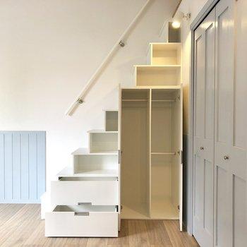 【LDK】扉がないところには、かわいい置物もありかも。先にロフトに上がってみましょう!※写真は3階の同間取り別部屋のものです