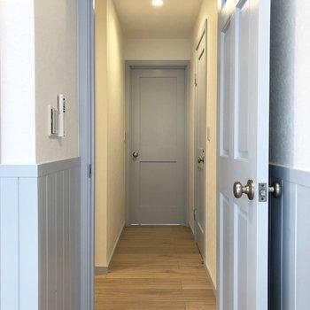 廊下を通って、もう一つの洋室を見に行きます。※写真は3階の同間取り別部屋のものです