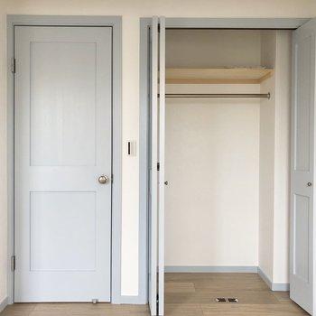 【洋室】クローゼットがお部屋に2つも!※写真は3階の同間取り別部屋のものです