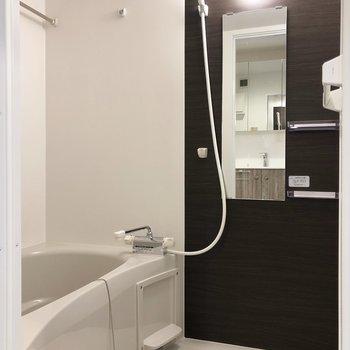 浴室乾燥機付きで、室内干しに便利。※写真は3階の同間取り別部屋のものです