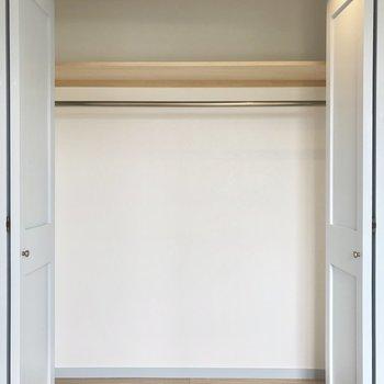 【洋室】ワイドなクローゼットです。※写真は3階の同間取り別部屋のものです