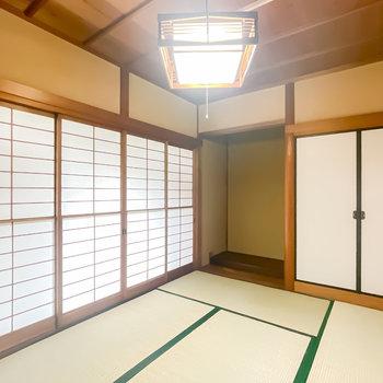 【1階/和6】こちらの和室には床の間が残されています。障子が立ち並んだ姿も懐かしい。