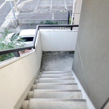 お部屋は3階でエレベーターはないので家具搬入時には念入りに採寸を。