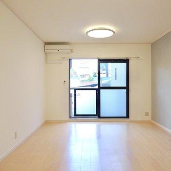 洋室は11.5帖と一人暮らしにしてはちょっと広め。