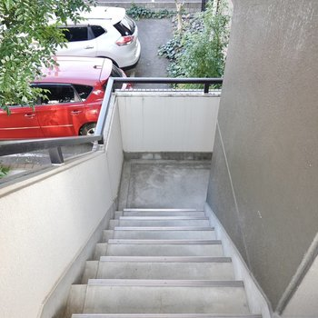 お部屋は2階でエレベーターはないので、家具搬入時は採寸を念入りに。
