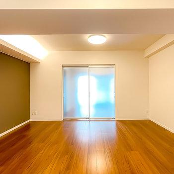 洋室とLDKは半透明の引き戸で仕切ることも。閉めても開放感があります。