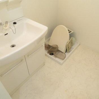 洗面脱衣所完備※写真はクリーニング前のものです※写真は5階同間取りのもの