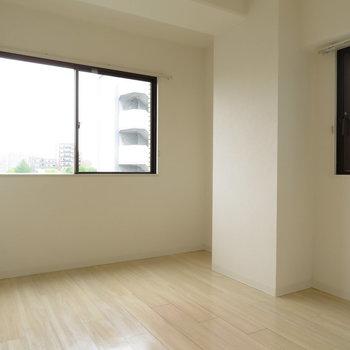 2面採光の寝室が嬉しい!※写真は5階同間取りのもの