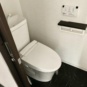 トイレはウォシュレット付き※写真は通電前のもの