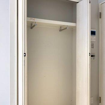 クローゼットはそれなりの大きさ(※写真は2階の同間取り別部屋のものです)
