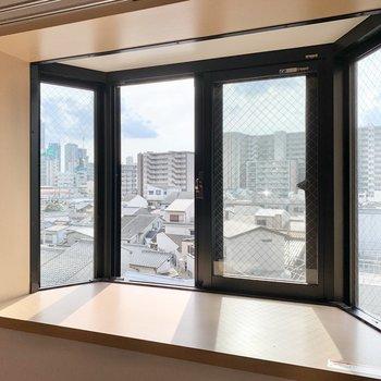 出窓にはサボテンを置いてみたり。(※写真は5階の同間取り別部屋のものです)