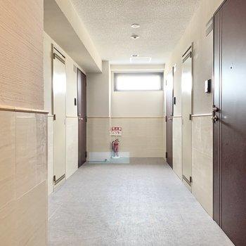 共用部】内廊下で雨に濡れることもなし!