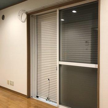 窓にはシャッターがついていますよ。