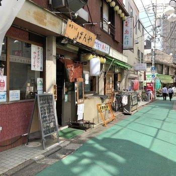 下高井戸駅前には商店街。