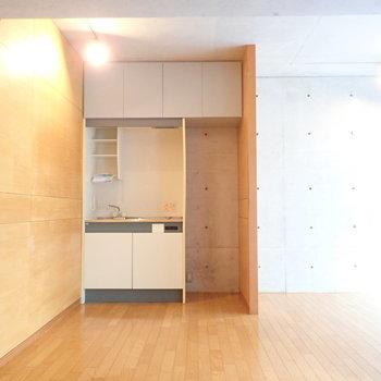 キッチンは小ぶりですね。