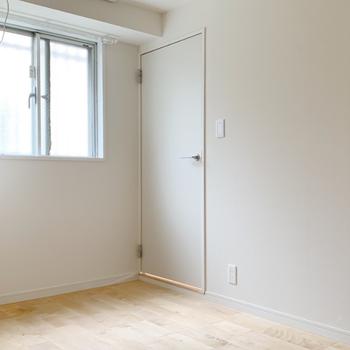 【カスタマイズ3-1】家賃を選ぶ(Aプラン:73,000円)建具類交換(建具扉、収納部分) ※画像はイメージです