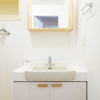 【カスタマイズ3-2】家賃を選ぶ(Bプラン:70,000円)既存洗面台リニューアル(シート張り+洗面鏡交換)※画像はイメージになります