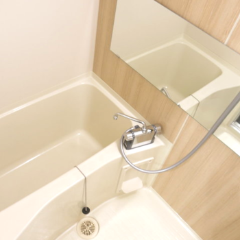 【カスタマイズ3-2】家賃を選ぶ(Bプラン:70,000円)既存ユニットバスリニューアル(シート張り+水栓交換)※画像はイメージになります