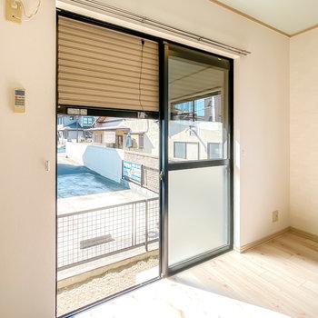 1階の窓はシャッター付きなので、留守の際は防犯性を高めておくことも。