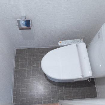 トイレはウォシュレット付き。(※写真は10階の同間取り別部屋のものです)