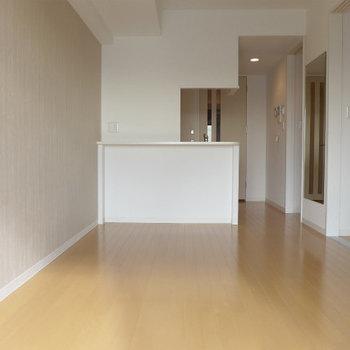 淡いグレージュがお部屋をより魅力的にしてくれました(※写真は10階の同間取り別部屋のものです)