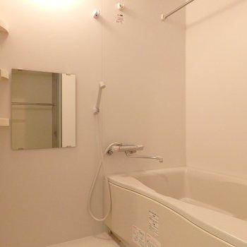 お風呂には浴室乾燥機付き(※写真は7階の同間取り別部屋のものです)