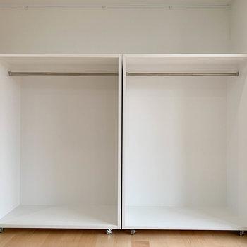 可動式のクローゼットが2つ。家具の配置に合わせて動かせますよ。※写真は3階の同間取り別部屋のものです