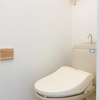 トイレは奥側にウォシュレットが!
