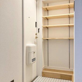 玄関収納は可動棚なので、自分の好きなように使えます。
