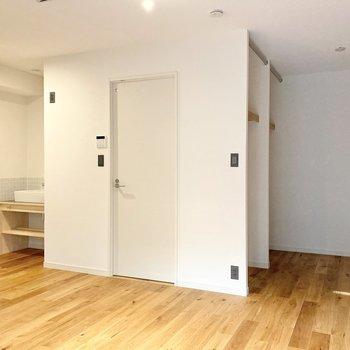 広さは約9.1帖、家具もゆったり置けそうですよ。