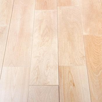 明るいバーチの無垢床です