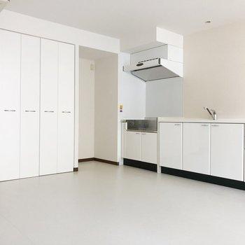 好きな家具・家電はほとんど置けるかも。(※写真は7階の同間取り別部屋のものです)