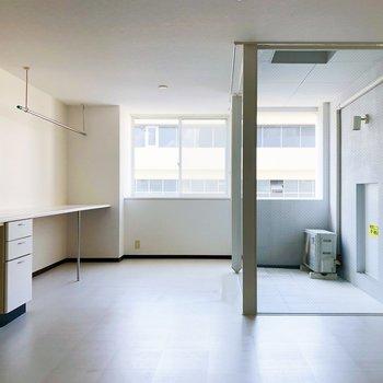 ソファなども家具も高級感のあるものにしたいところ。(※写真は7階の同間取り別部屋のものです)