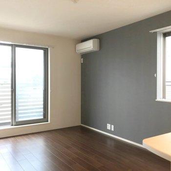 ゆったり家具を置ける広さです。(※写真は2階の反転間取り別部屋のものです)