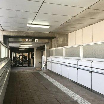 薬院駅南出口を出て、まっすぐ進んだところに今回のオフィスはあります。