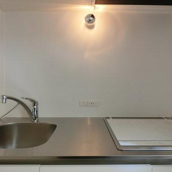 キッチンの照明は上品な雰囲気 ※写真は前回募集時のものです