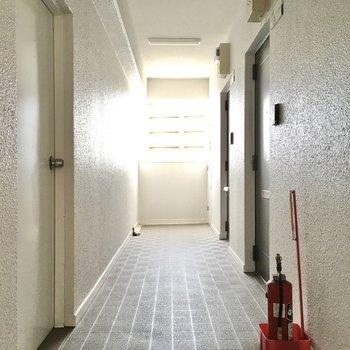 共用廊下はこんな雰囲気。