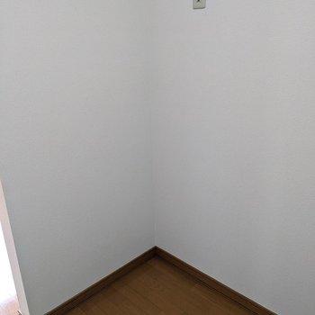 【キッチン】冷蔵庫を置くスペースがあります。