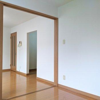 【洋室】扉を開くと開放感があります。