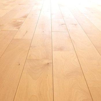 【カスタマイズ3-1】床材を選ぶ(リビング部分 / 無垢バーチ材)