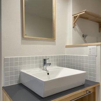 【モデルルーム画像】洗面台は造作タイプのオリジナルのもの