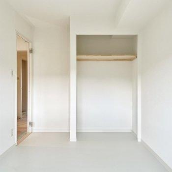 【モデルルーム画像】オープンタイプの収納は扉のスペースが取られずゆとりを感じられます