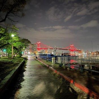 夜のお散歩コースも良い感じです♪sロウライフを味わうにはうってつけの場所です。