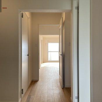 【モデルルーム画像】廊下〜居室にかけての抜け感も絶妙です