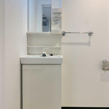 スリムな独立洗面台。